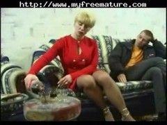 Sexgeile Oma in Nylonstrumpfhose